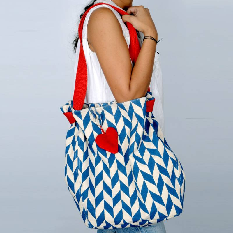 Look Trendy In Stylish Sling Bags