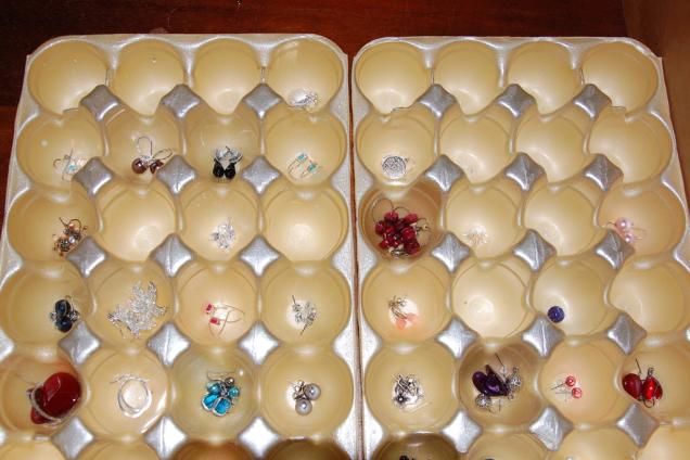 egg-trays-earring