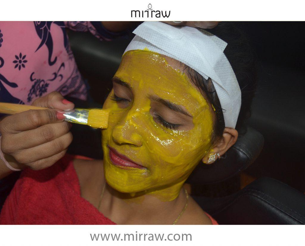 facepack-glowing-skin-application